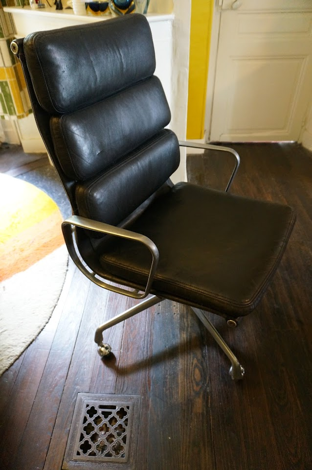 soft pad chair eames herman miller mobilier international 70s vintage 1970s leather black