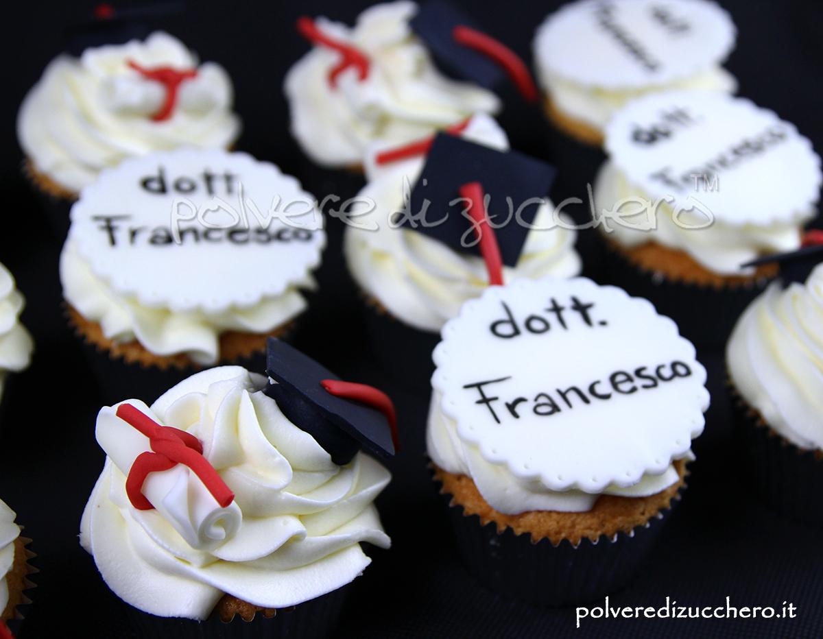 Conosciuto Cupcake decorati con toco e pergamena in pasta di zucchero per  IK85