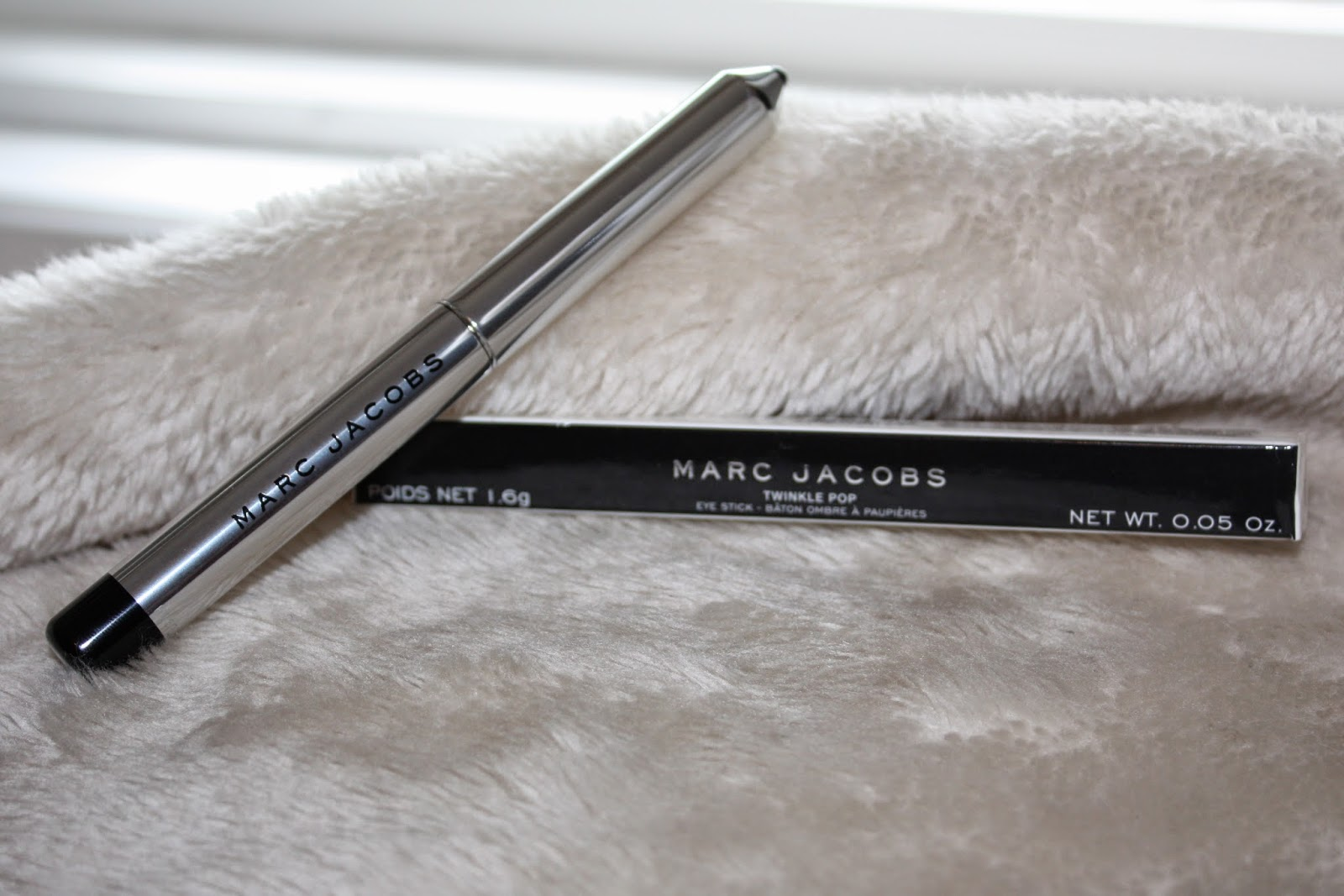 Marc Jacobs Beauty Twinkle Pop Eye Stick in 410 Stardust Review & Swatch