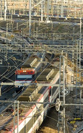 Trabajos de limpieza y prevención de incendios en la línea C-2 de Cercanías