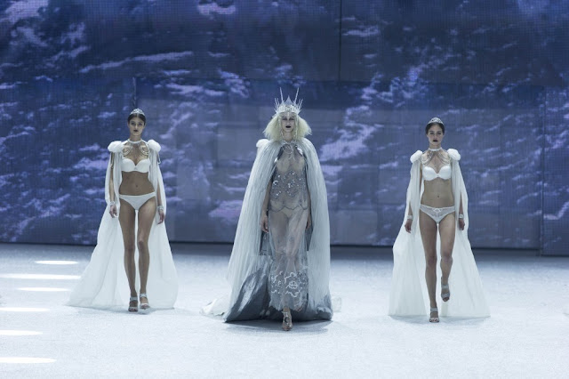 ice queen, mystic magic, runway, fashion, catwalk show, zurich, energy fashion night, snow, victoria's secreets, designer, style, couture, fashion photo, white, snow queen, ice queen crown, crown, lingerie,
