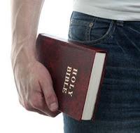 Arábia Saudita decreta pena de morte para quem carregar Bíblia