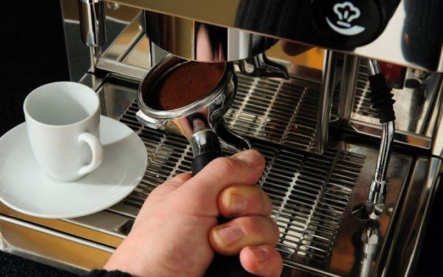 Ζητείται άτομο για εργασία ως διανομέας καφέ