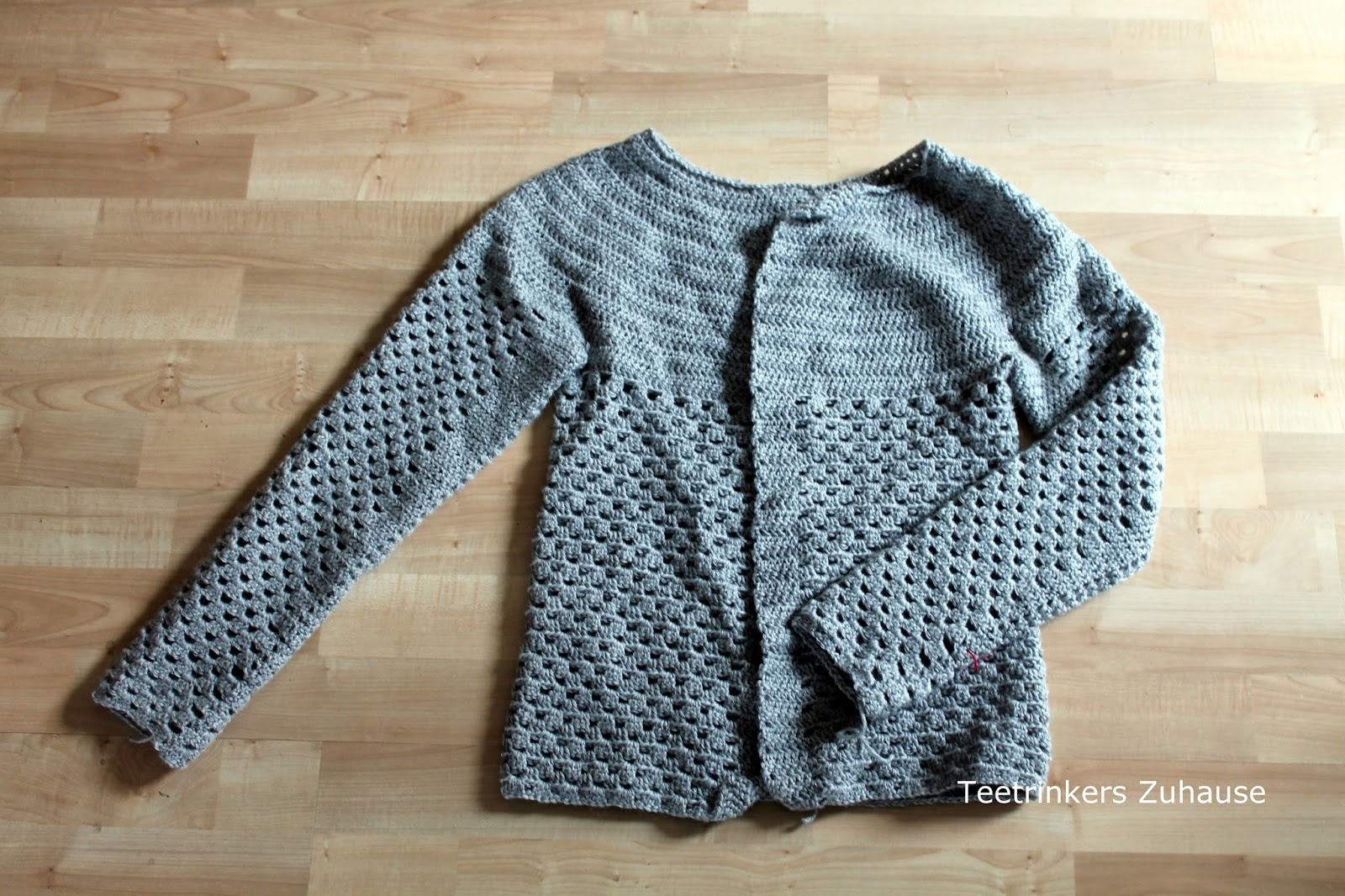 Teetrinkers Zuhause Strickjacke