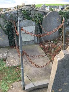 a chain grave