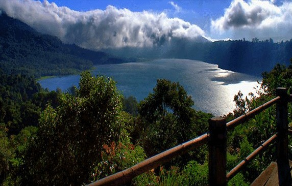 Daya Tarik Objek Wisata Danau Buyan Di Sukasada Buleleng