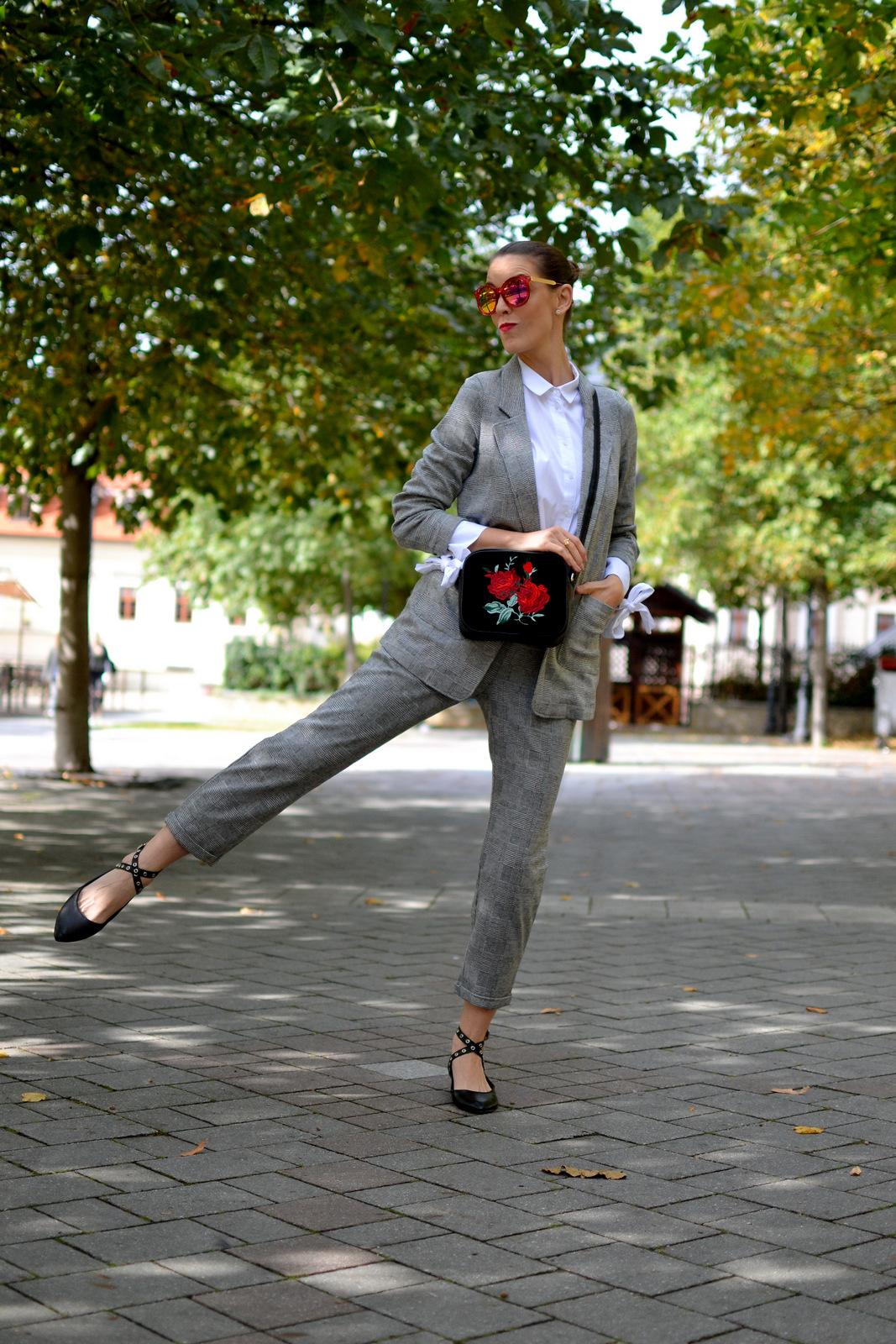 celý outfit nová kolekciaHOUSE  nohavice kúpiš TU 3a3dcfb7551