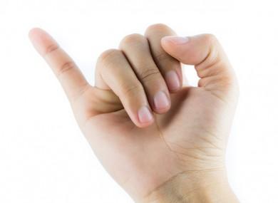 Tự bấm huyệt 2 đầu ngón út dưỡng thận không lo bệnh