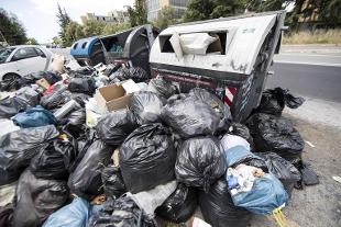 Allarme rifiuti: è scontro tra Raggi e Zingaretti