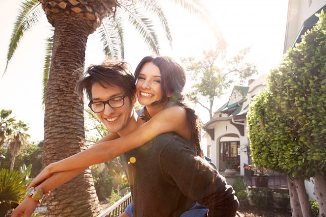 10 Signs That he is Madly in Love With You