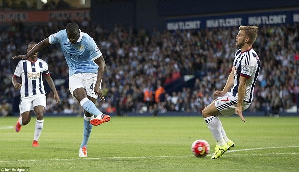 Các cầu thủ Manchester City thất vọng trước bàn thua