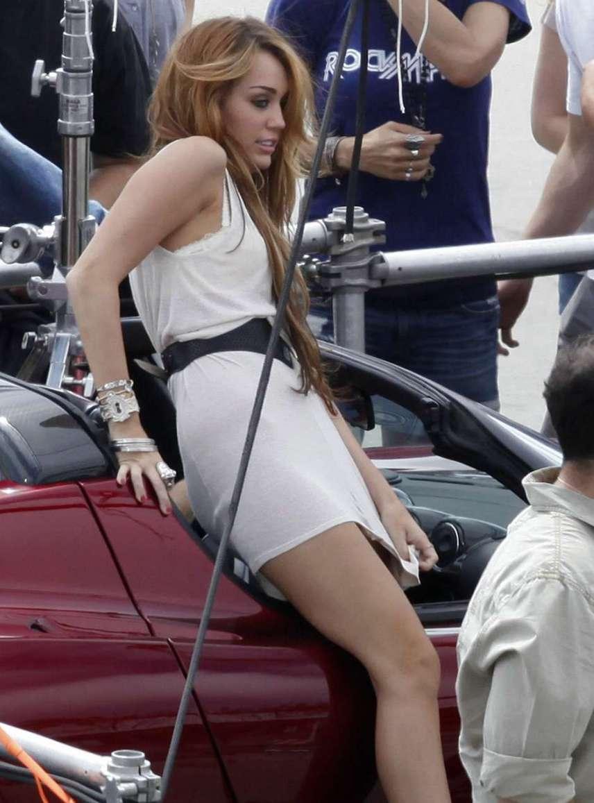 Chica coche upskirt sin bragas
