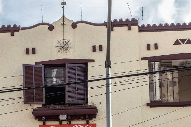 Sobrado na Alameda Cabral com ornamento de ferro na fachada - detalhe