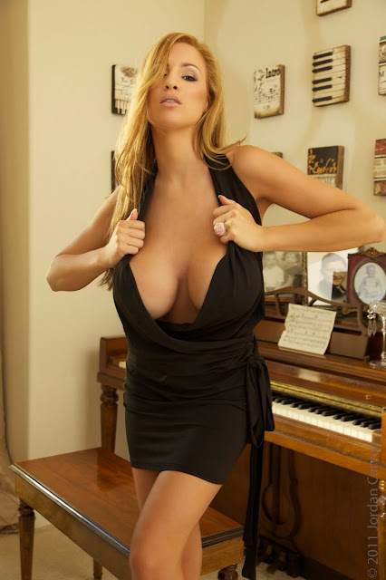sexy-Jordan-Carver-Symphony-5th-hot-Photoshoot-HD-Pic-4