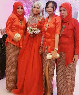 model kebaya kutubaru orange jilbab rok batik kawung