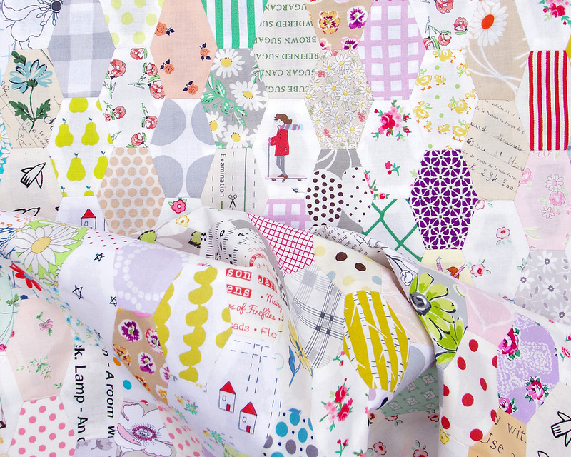 A Stretched Hexies Quilt - English Paper Piecing | © Red Pepper Quilts 2019