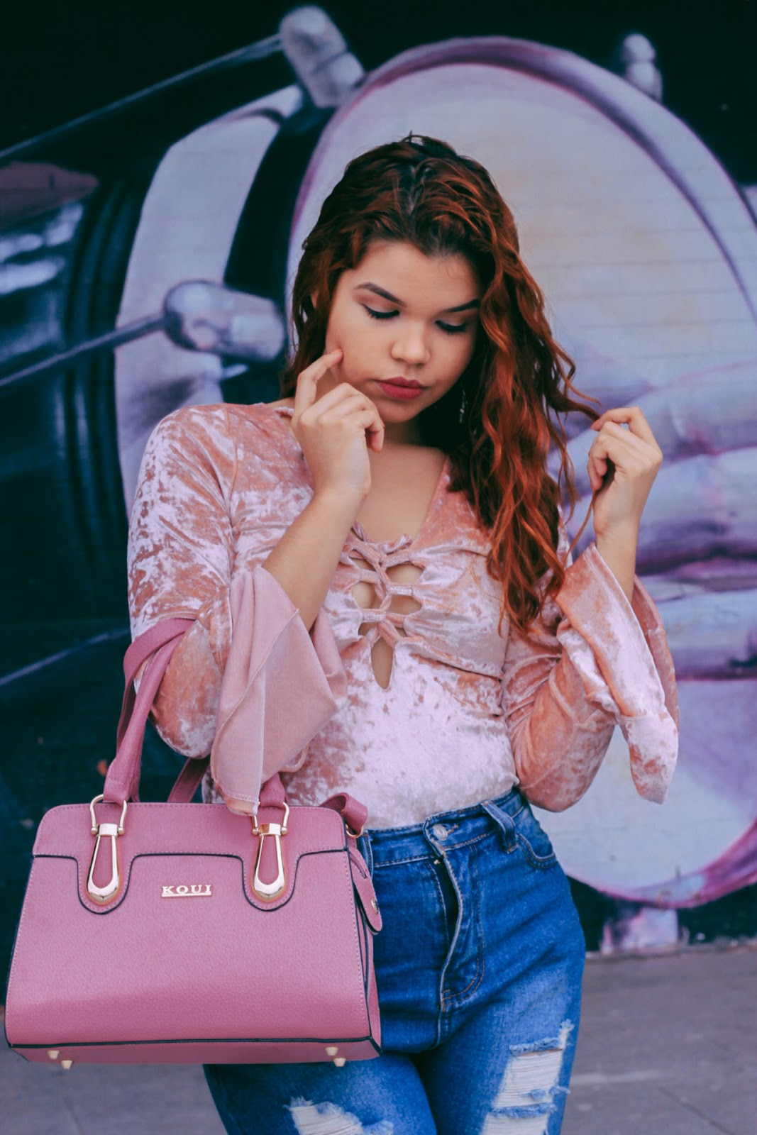 look body veludo rose, onde comprar body veludo barato, look oxford tratorado, look rose, cabelo ondulado, cabelo ruivo, look rosa e jeans, roupas da china, look da china