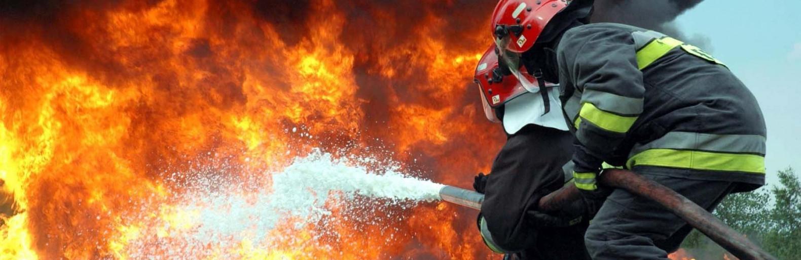 На Кременеччині посеред поля загорілось авто
