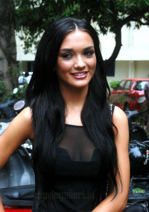 Amy Jackson Miss Teen World 2009: Hollywood And Bollywood News: Amy Jackson Defends Hosanna Song