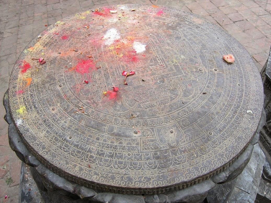 8b277098c72f Piedra Mandala con Tikka rojo. Kathmandú Durbar Square (Foto Nacho SM)