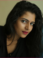 Yamini Stills-cover-photo