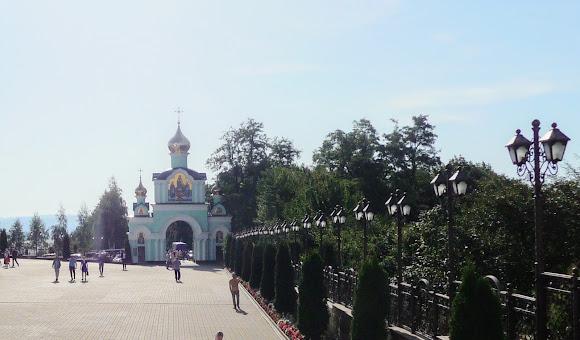 Банчены. Свято-Вознесенский монастырь. Вход на монастырскую территорию