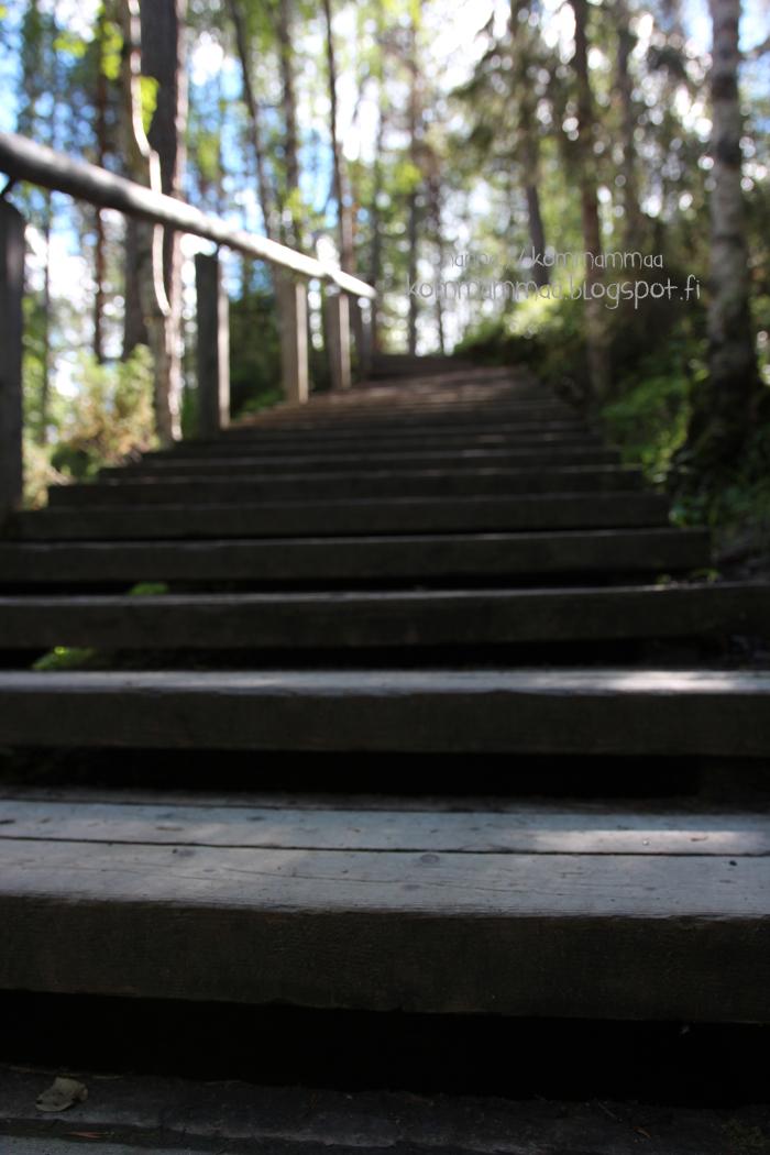 kiutaköngäs rappuset portaat kuusamo käylä oulanka kansallispuisto koski ei lastenrattaita
