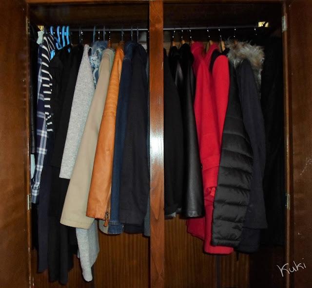 guarda-roupa, vestidos, casacos de meia estação, casacos grossos de Inverno