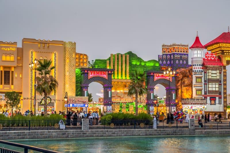 أهم المعلومات و الانشطة في القرية العالمية دبي 2020 روائع السفر