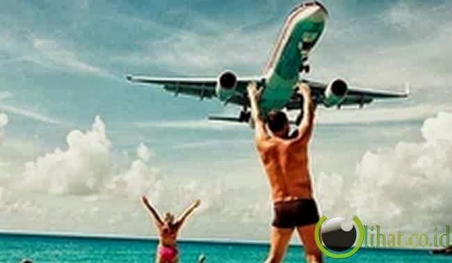 Meraih Pesawat
