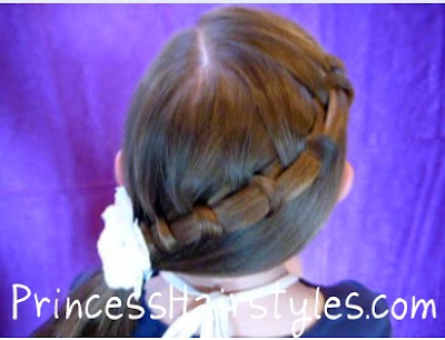 cute side ponytail style