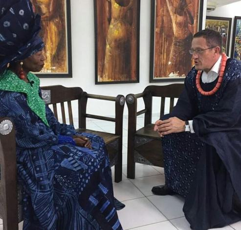 CNN Anchor, Richard Quest Dons Agbada For Interview With Nike Davies-Okundaye In Lagos