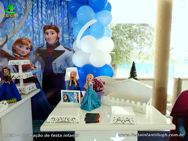 Decoração festa de aniversário Frozen - Mesa decorativa do bolo