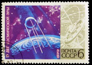 Un francobollo sovietico del 1972 celebra il lancio dello Sputnik.