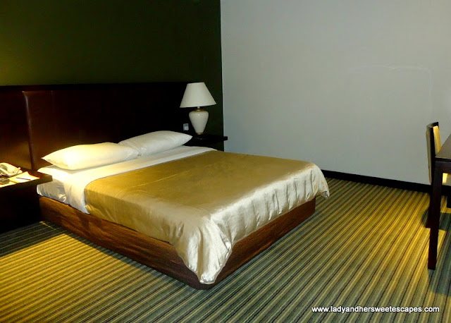 big and comfy bed at Ambassador Transit Hotel Singapore
