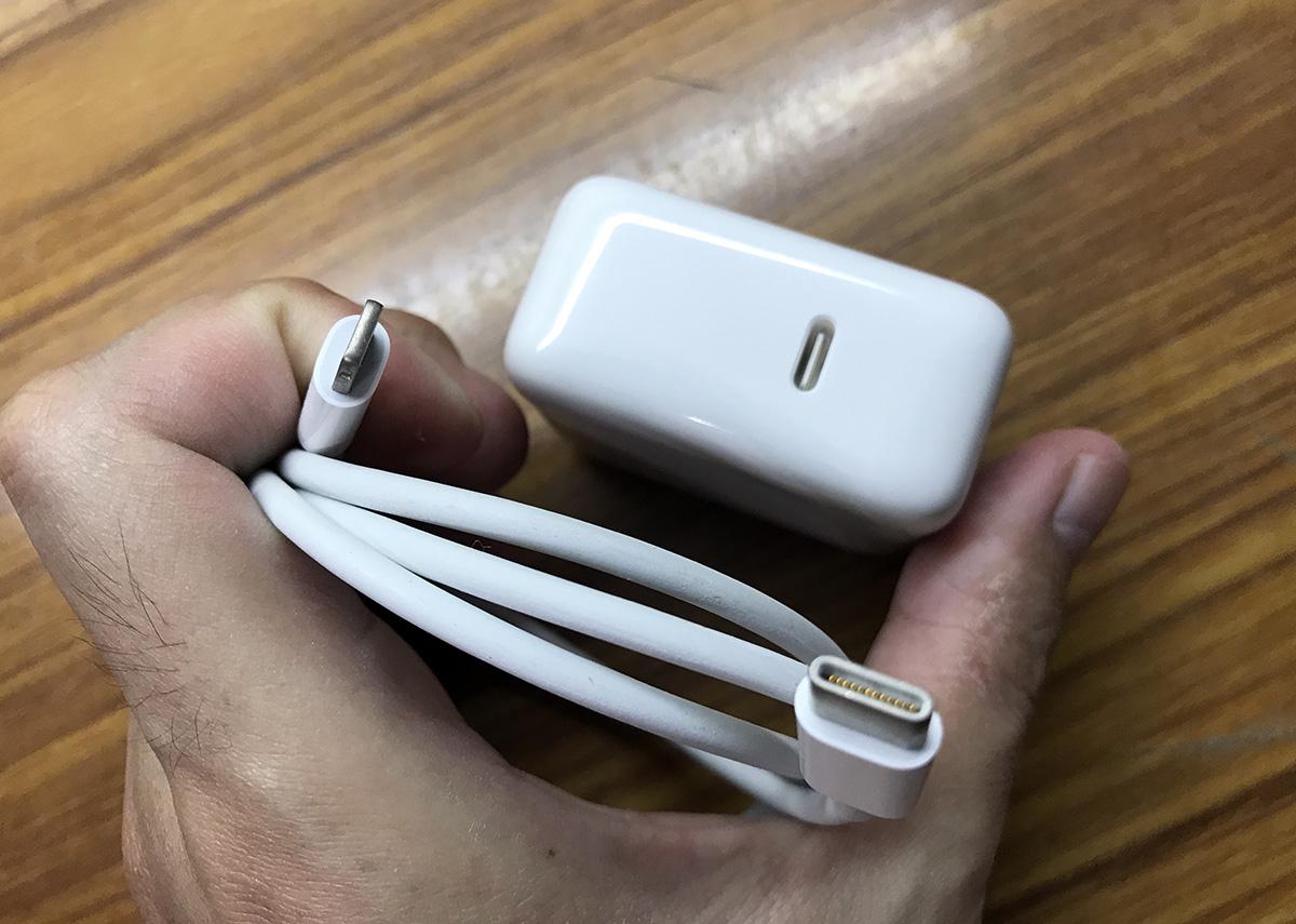 iPhone X / 8 原廠慢充、快速充電三種選擇比較