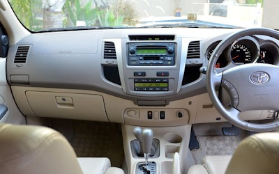 Interior Toyota Fortuner Gen1
