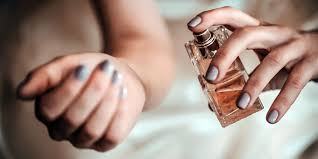 परफ्यूम से कैसे लाये पर्सनालिटी में निखार Perfume Tips in hindi