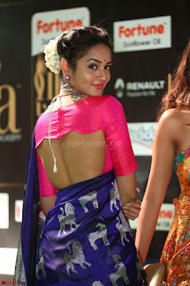 Shanvi Looks Super Cute in Pink Backless Choli Blue Saree at IIFA Utsavam Awards 2017 44.JPG