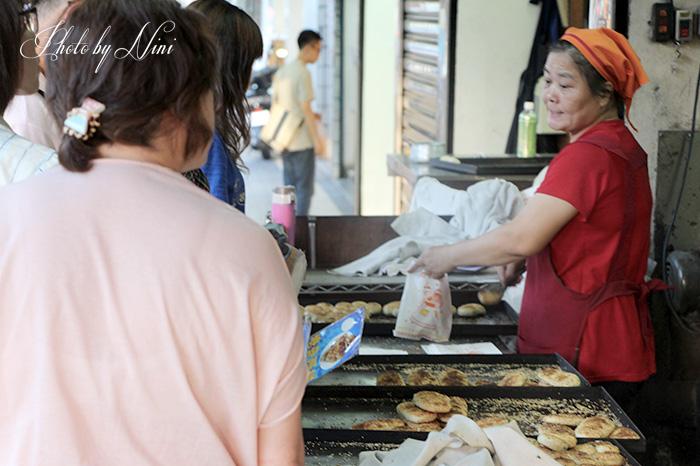 【台北南港區】老張炭烤燒餅。這比少女的酥胸還酥