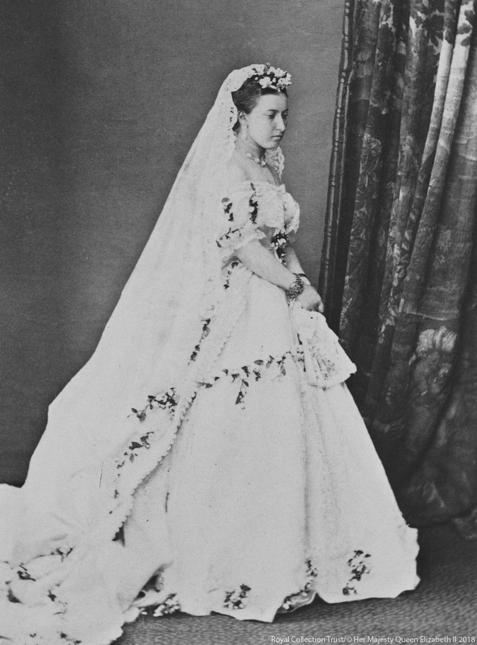 59aaee09 Królewskie suknie ślubne na przełomie wieków   The Cambridge and ...