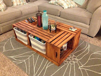 Mesas hechas con cajas de madera recicladas