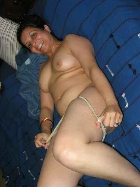 hot sexy aunty,aunty kachi utarte hue