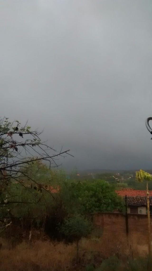 Chuva reaparece em Elesbão Veloso após mais de cinco meses.
