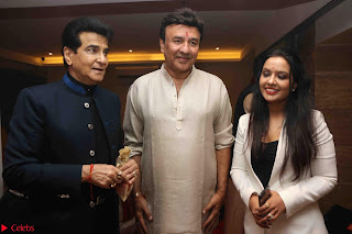 Sachin Tendulkar with his wife at Mata ka Jagrata hosted by Anu Malik 29.JPG