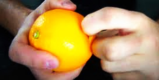 Descascando alimentos facilmente - Laranja