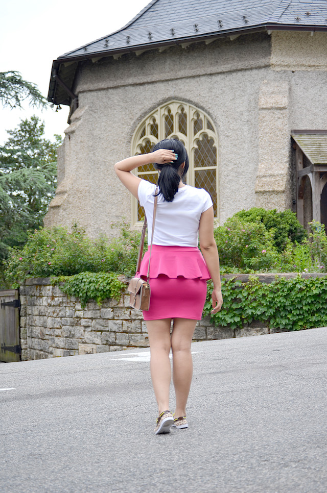 Mari Estilo Wearing: Tshirt/Camiseta: Target Skirt/Falda: Papaya Clothing Shoes/Zapatos: Chatties Bag/Bolso: Romwe