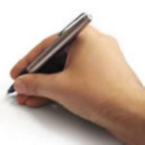Mão escrevendo.