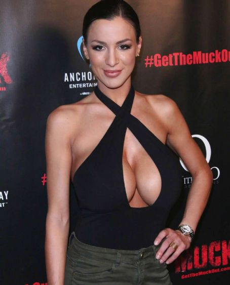 Hot Boob Show in Muck Screening