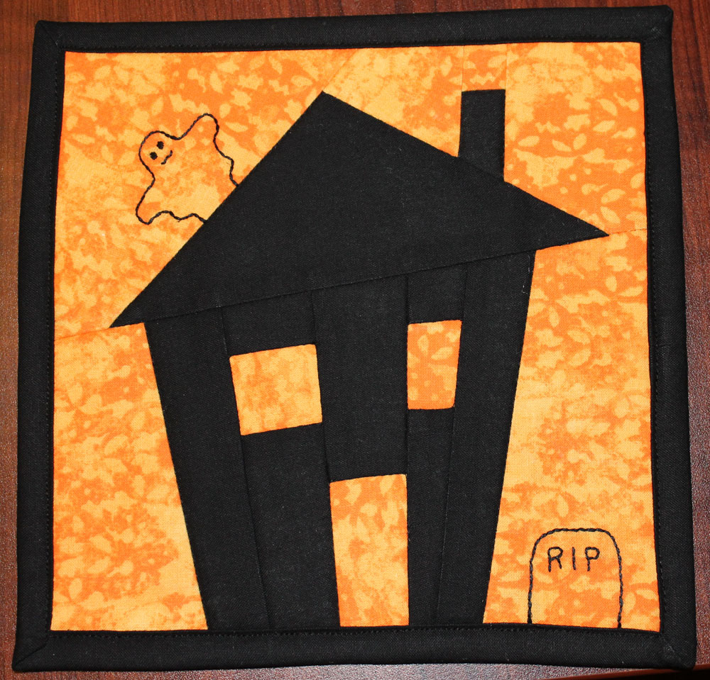 The House Of Wilson Halloween Mug Rug Free Pattern